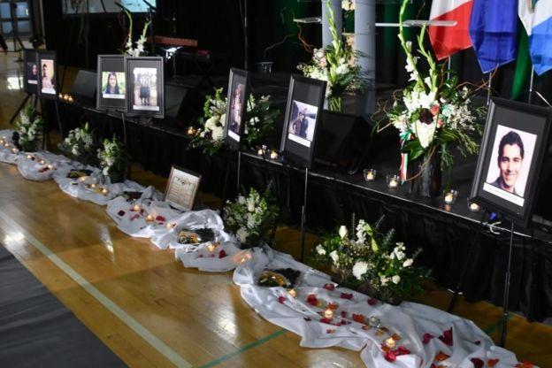 Funeral de passageiros da Ukraine International
