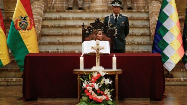 Senadora que assumiu presidência interina da Bolívia