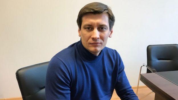 دمیتری گودکف، نماینده پیشین پارلمان روسیه که اکنون در حال آمادگی برای نامزدی در انتخابات شهردار مسکو است