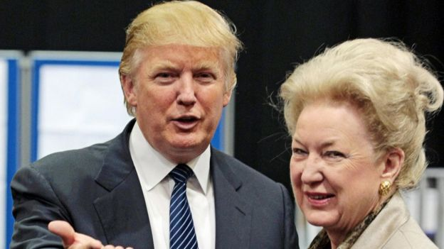 Donald Trump y Maryanne Trump Barry en Aberdeen, en 2008.