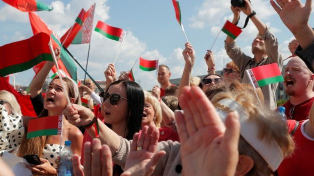 Supporters of President Lukashenko rally in central Minsk