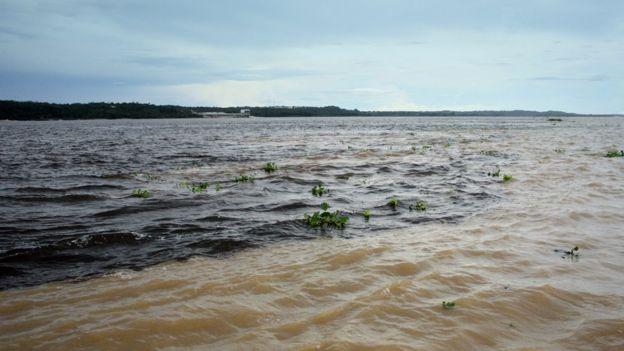 Encontro das águas dos rios Negro e Solimões, na Amazônia