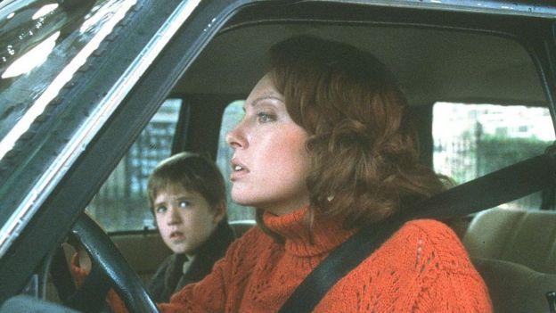"""Haley Joel Osment y Toni Collette en una escena de """"Sexto sentido"""""""