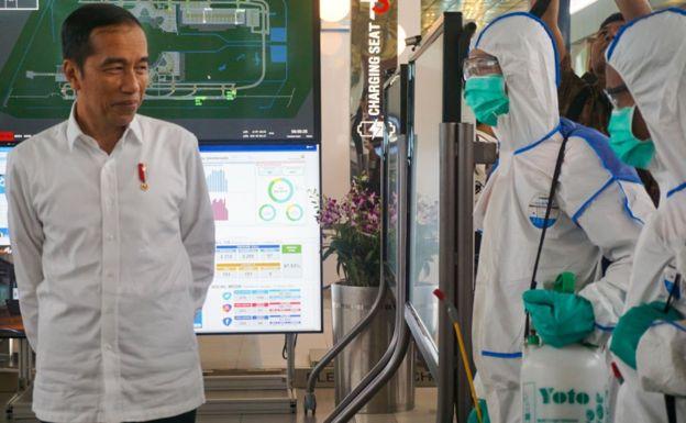 President Joko Widodo visits healthcare workers.