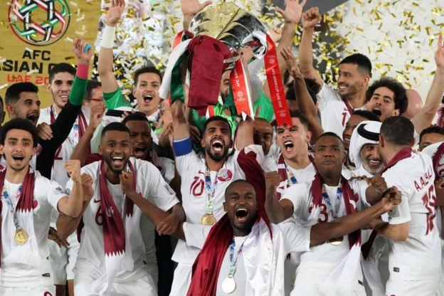 Los jugadores de Qatar celebran el título de la Copa Asiática.