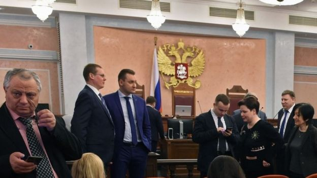 Participants attend a hearing on the justice ministry's request to ban the Jehovah's Witnesses at Russia's Supreme Court in Moscow (20 April 2017)