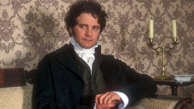 Colin Firth interpretando al señor Darcy en la serie de la BBC de 1995
