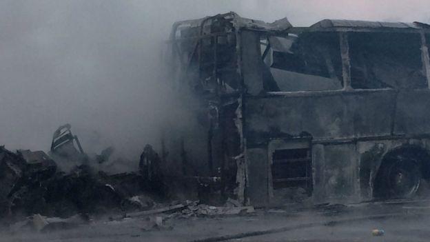 El autobús calcinado tras el incendio