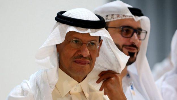 El ministro saudita de Energía, Abdulaziz bin Salman, confirmó que los ataques llevaron a la reducción temporal de la producción petrolera de su país.