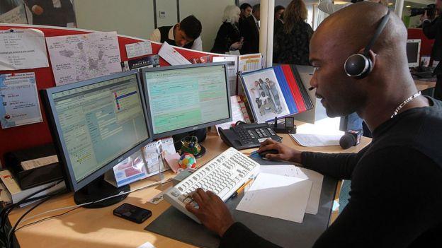 Un collaborateur de centre d'appels à Paris. (Image d'archives)
