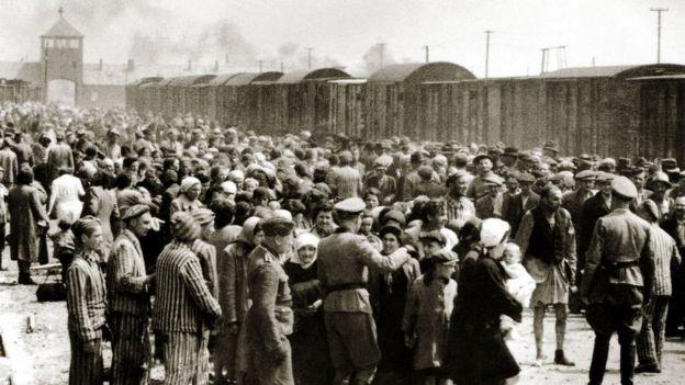 Judíos húngaros llegando a Auschwitz