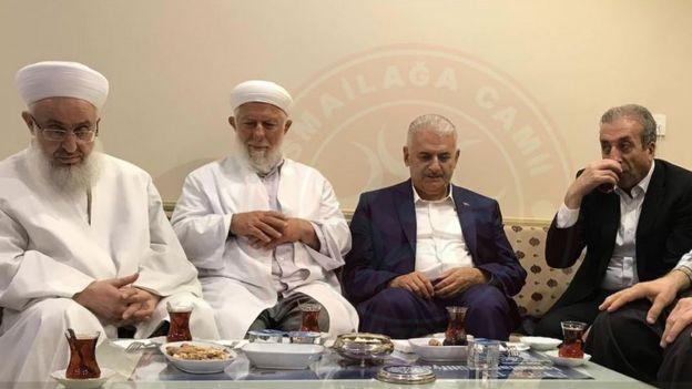 Binali Yıldırım, Fatih'teki İsmailağa Camii'ni ziyaret etti (Fotoğraf, İsmailağa Cemaati'nin Twitter hesabında yayımlandı)