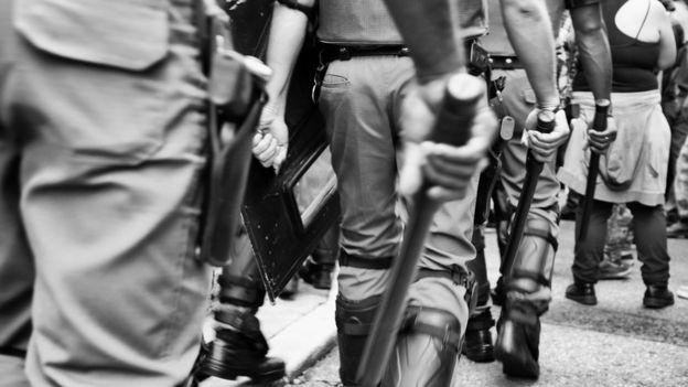 Policiais durante protesto