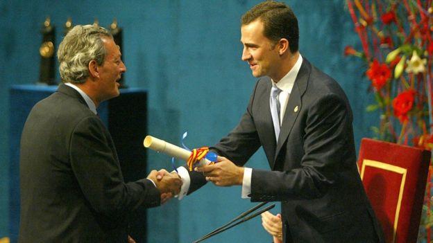 Paul Auster y el entonces príncipe Felipe de Borbón en 2006.