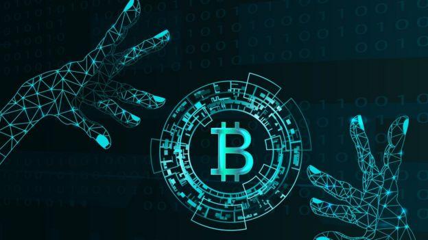 Mãos digitalizadas e símbolo do bitcoin