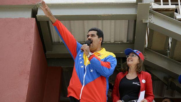 Derechos de autor de la imagen GETTY IMAGES Image caption El gobierno de Nicolás Maduro anunció la organización de un censo de viviendas. La oposición cree que el objetivo del plan es expropiar las que se encuentren desocupadas y lo ha calificado como ilegal.