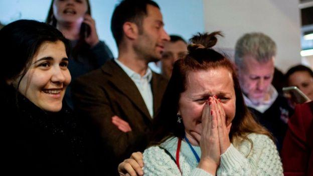 İmamoğlu'nun seçimi birinci tamamlamasını bazı CHP destekçileri gözyaşlarıyla karşıladı