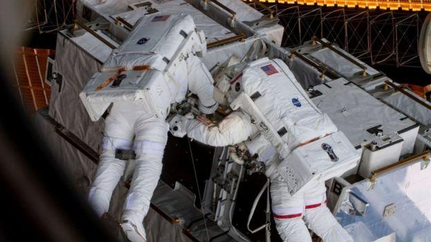 Astronautas en la Estación Espacial Internacional.