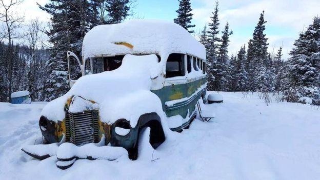 Автобус под снегом