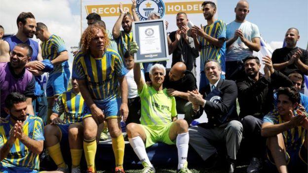 مسن ترین فوتبالیست جهان