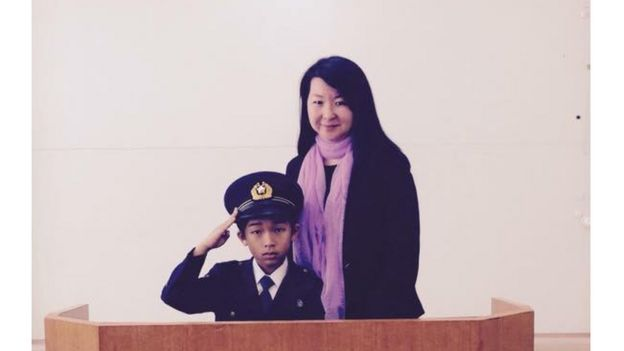 Mayumi Uemura con uno de sus alumnos durante una jornada de formación vial