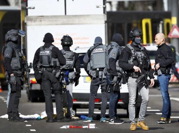 Utrecht kentinde saldırının düzenlendiği bölgedeki polisler