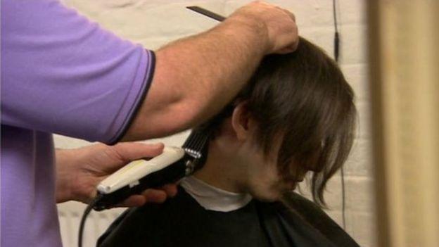 有19家理髮店願意違反規定給客人剪頭髮