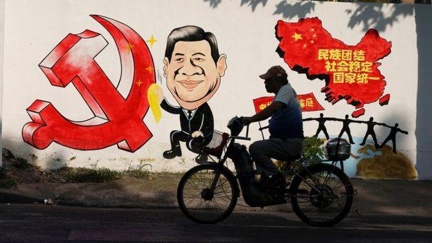 上海街头一幅宣传习近平政策的绘画(28/9/2018)
