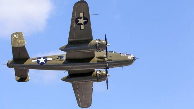 Avión de la II Guerra Mundial en el aire