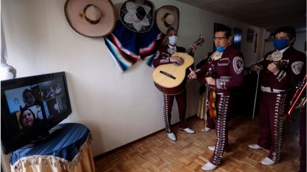 Músicos en Ecuador usando Zoom