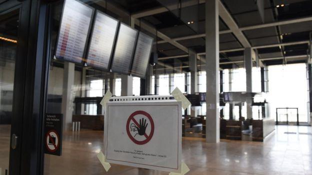 Zona de check-in del aeropuerto BER