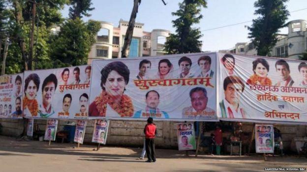 प्रियंका गांधी के स्वागत में लखनऊ की दीवारों पर लगे पोस्टर