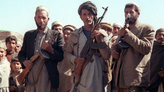 ১৯৮০-র দশকে আধুনিক অস্ত্র হাতে মার্কিন-সমর্থিত আফগান বিদ্রোহীরা