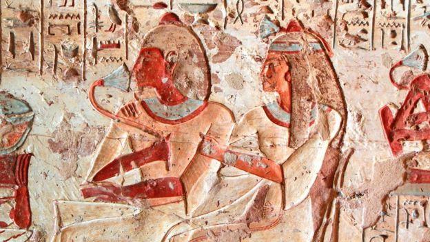 Imagem de um casal no Egito Antigo