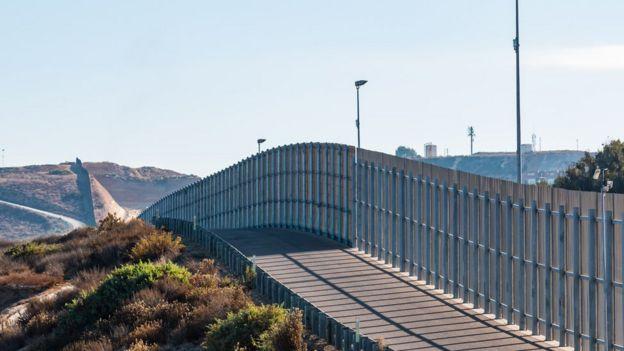 Muro na fronteira dos EUA com o México em San Diego/Tijuana