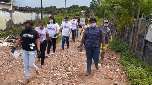 Durante a pandemia, a pedagoga Christiane suspendeu as aulas a escola e passou a arrecadar alimentos e produtos de limpeza para as famílias dos alunos