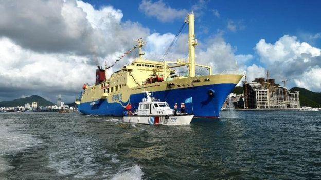 Tàu Coconut Princess của Trung Quốc đưa khách ra Hoàng Sa
