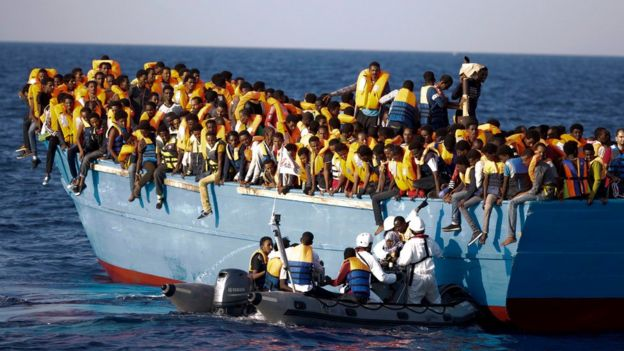 Thousands of migrants rescued off Libya - BBC News