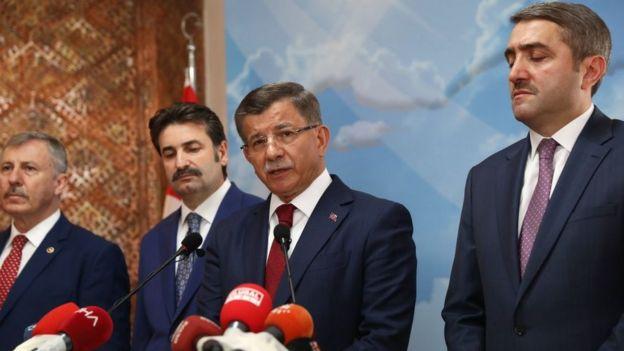 """AKP'de kesin ihraç talebiyle Merkez Disiplin Kurulu""""na sevk edilen Davutoğlu Eylül ayında istifa etti"""