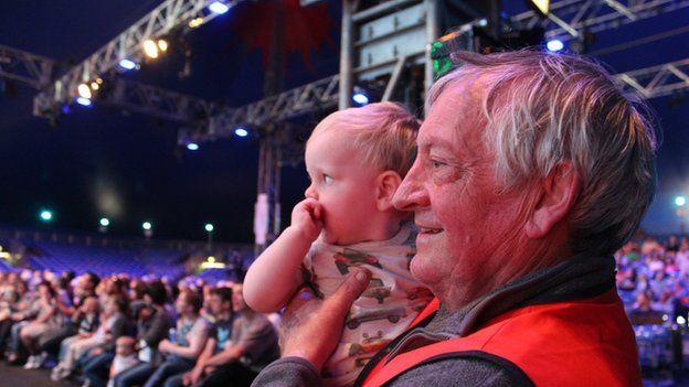 Mae'r Eisteddfod yn cynnig adloniant i pob oedran // The Eisteddfod offers something for all ages