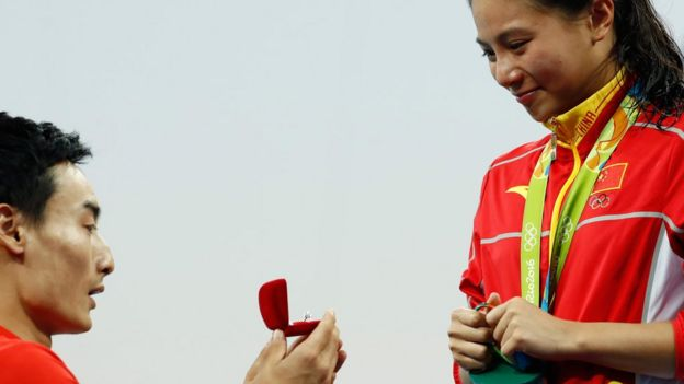 Qin Kai proposes to silver medallist He Zi