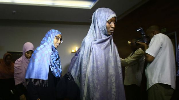 Condena de muerte a mujer que mató a su violador en Sudán