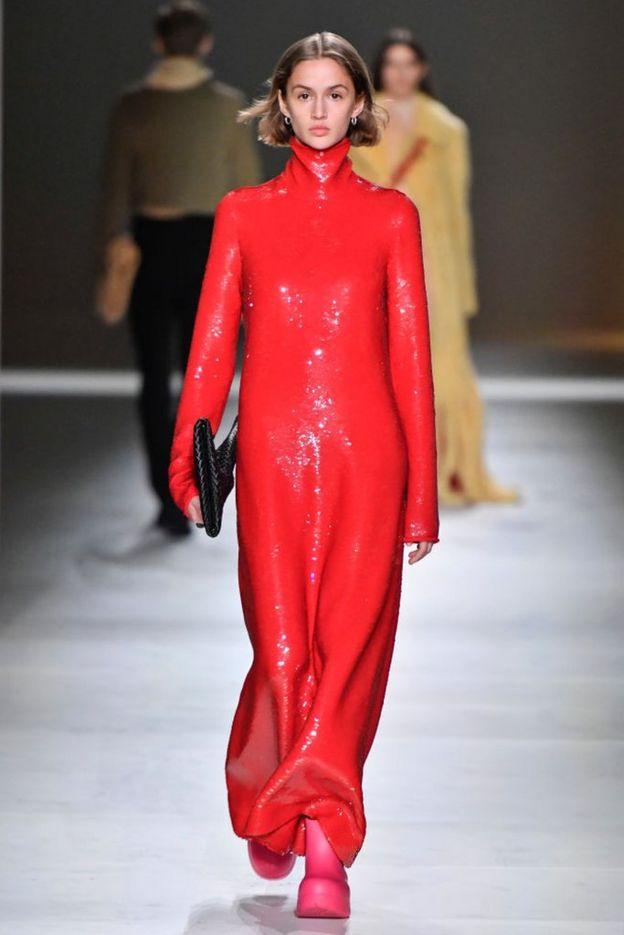 красное платье Bottega Veneta
