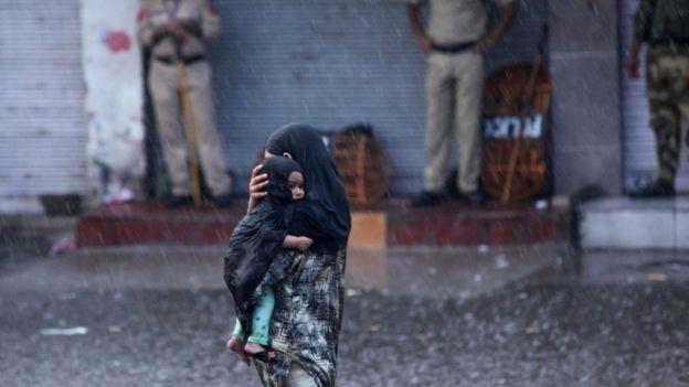 Image result for कश्मीर जल रहा है माहिरा