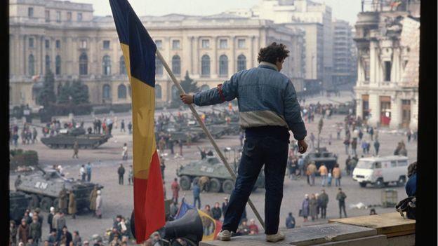 """Asqueroso comunismo /30 años de la revolución en Rumania: la macabra historia de los """"huérfanos de Ceausescu"""" y qué enseñó su tragedia a la ciencia so _110278238_gettyimages-635231223"""