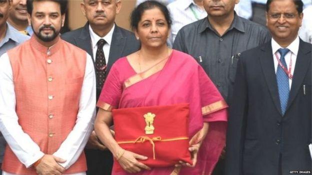 मई 2019 में बजट पेश करने जातीं वित्त मंत्री निर्मला सीतारमण