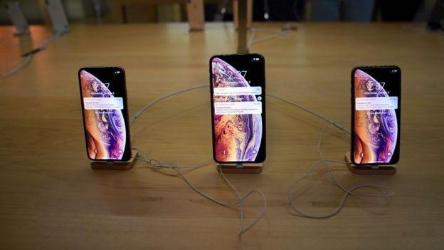 Incluso los teléfonos en exhibición en la tienda de Apple en la estación central de Nueva York recibieron el alerta.