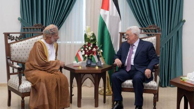 Omani Sultan Qaboos (left) and Palestinian Authority President Mahmoud Abbas (31/10/18)