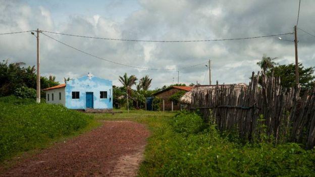 Casas e igreja na Vila de Alcântara (MA)