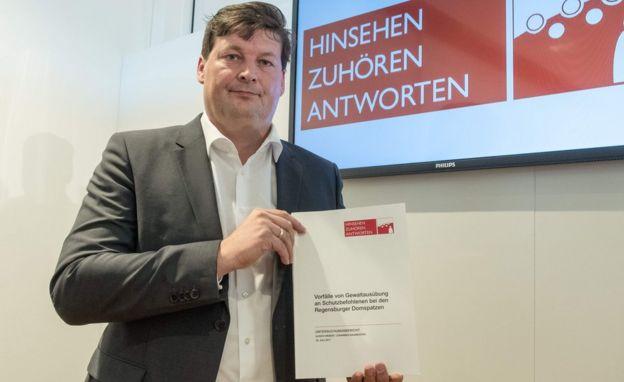 Ulrich Weber presenta su informe